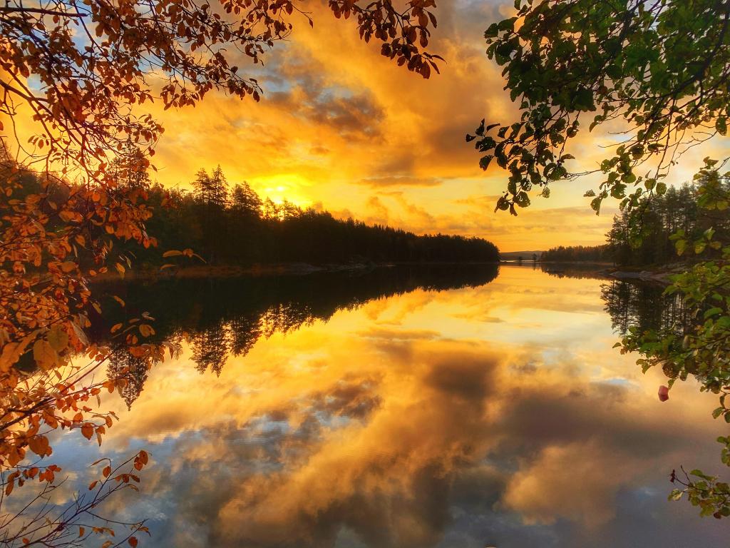 Solnedgang over vannet.