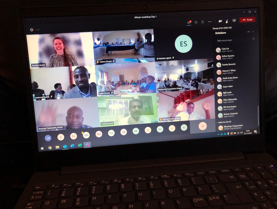 Bilde av PC-skjerm med oversikt over digital workshop. 9 bilder med video av ulike deltakere fra afrikanske land samt bistandsansvarlig Rosaline i Norge
