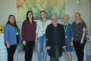 Gruppebilde av prosjektgruppen fra Bulgaria og Norge. Fem damer og en mann smiler mot kamera